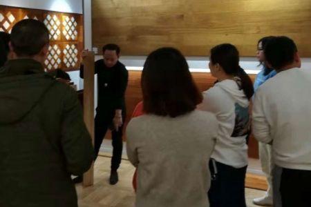 鸿扬家装设计师莅临伊里安地板长沙旗舰店参观指导EPS电源